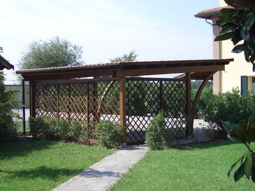 Pareti divisorie in legno grigliati for Divisori giardino