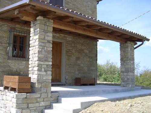 Porticato con pergolato in legno by linea legno imola for Foto di portici in pietra