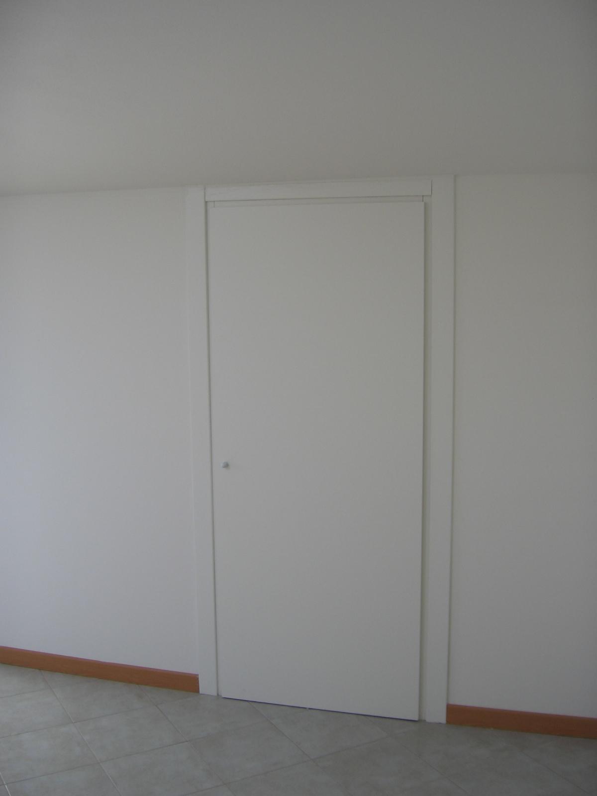 Armadio a muro sottoscala casamia idea di immagine - Ikea armadi a muro ...
