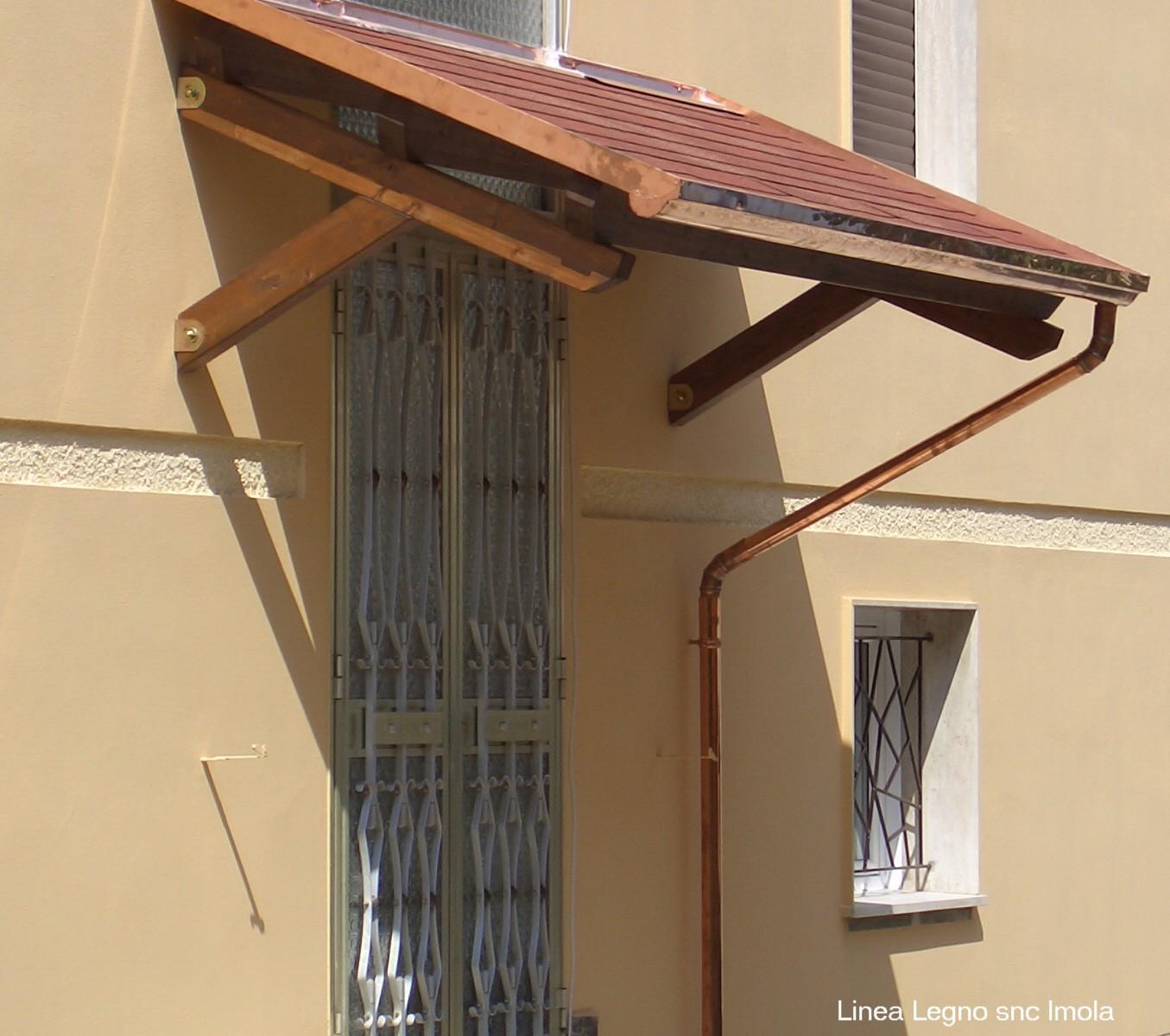 Copri porta e finestra con mensole a saetta for Porta e finestra insieme