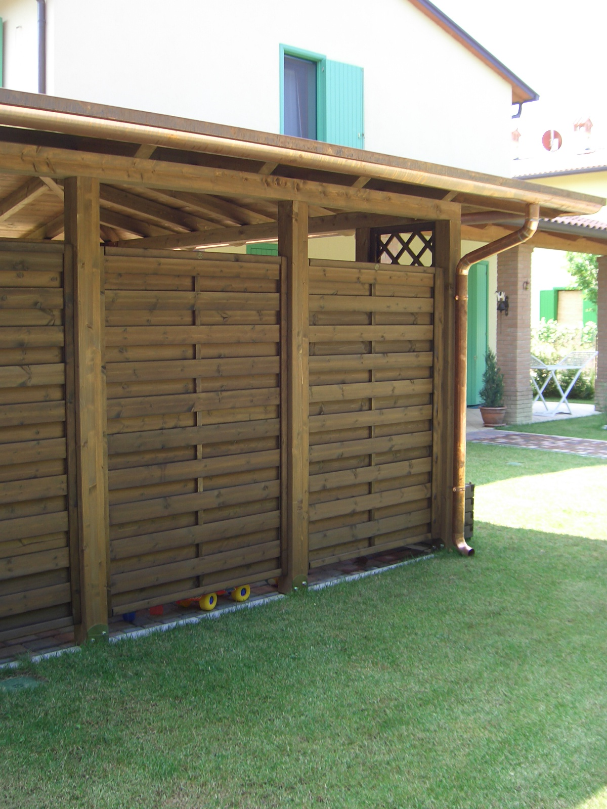 Pareti divisorie in legno frangivista - Pannelli per giardini verticali ...