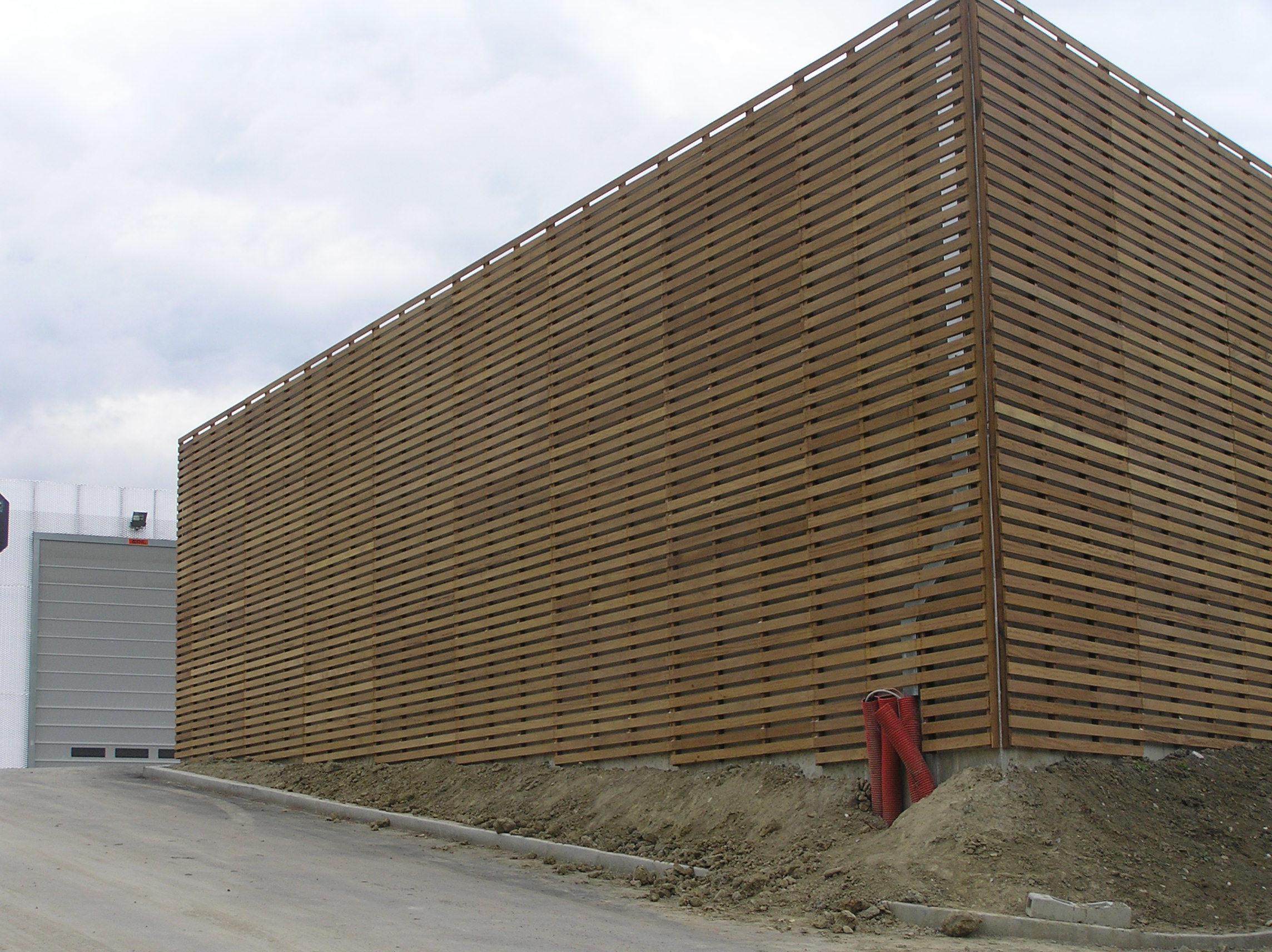 Pareti Di Legno Per Esterni : Rivestimento esterno in legno iroko
