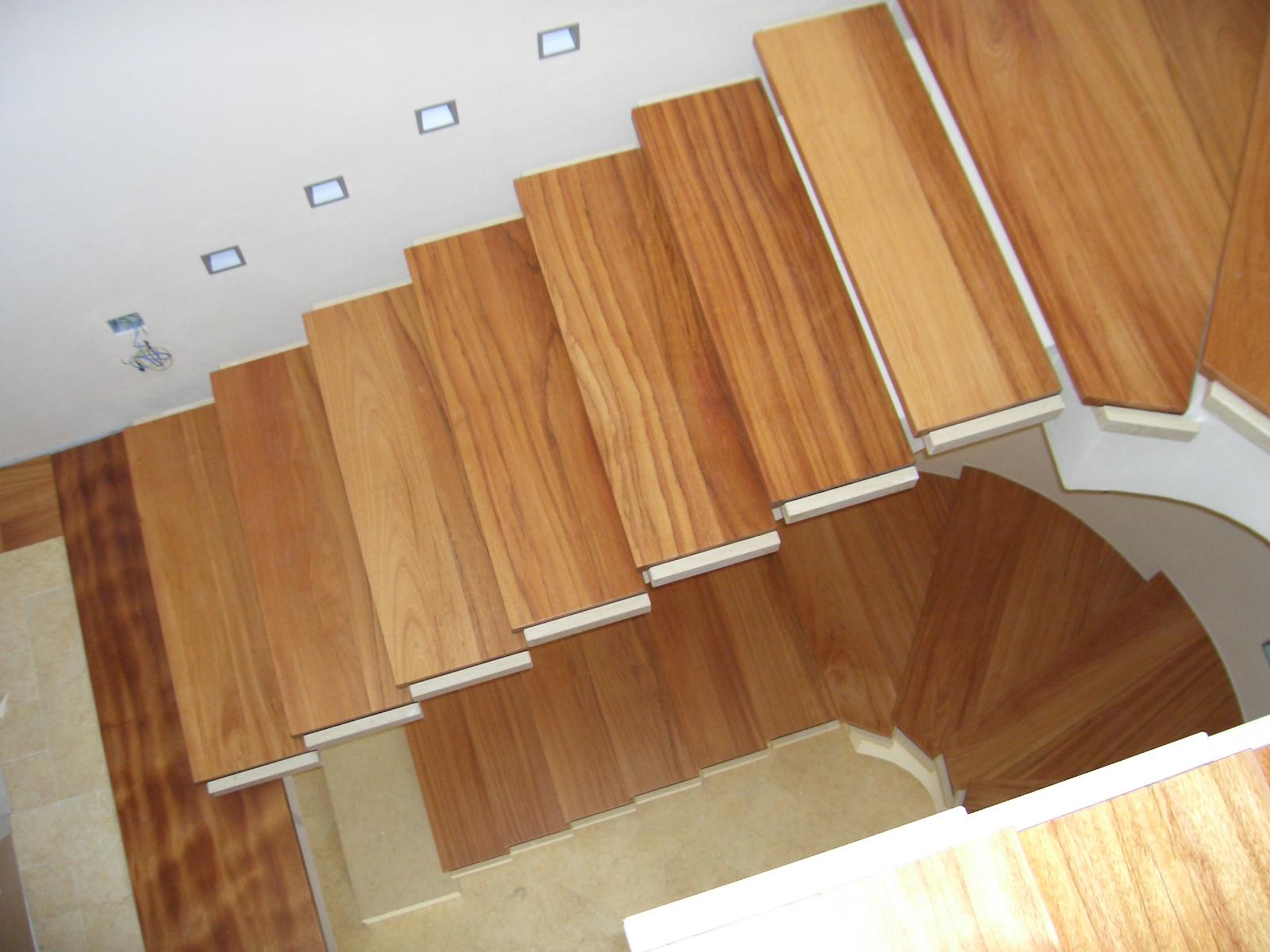 Scala in legno massello rovere for Scala interna in legno