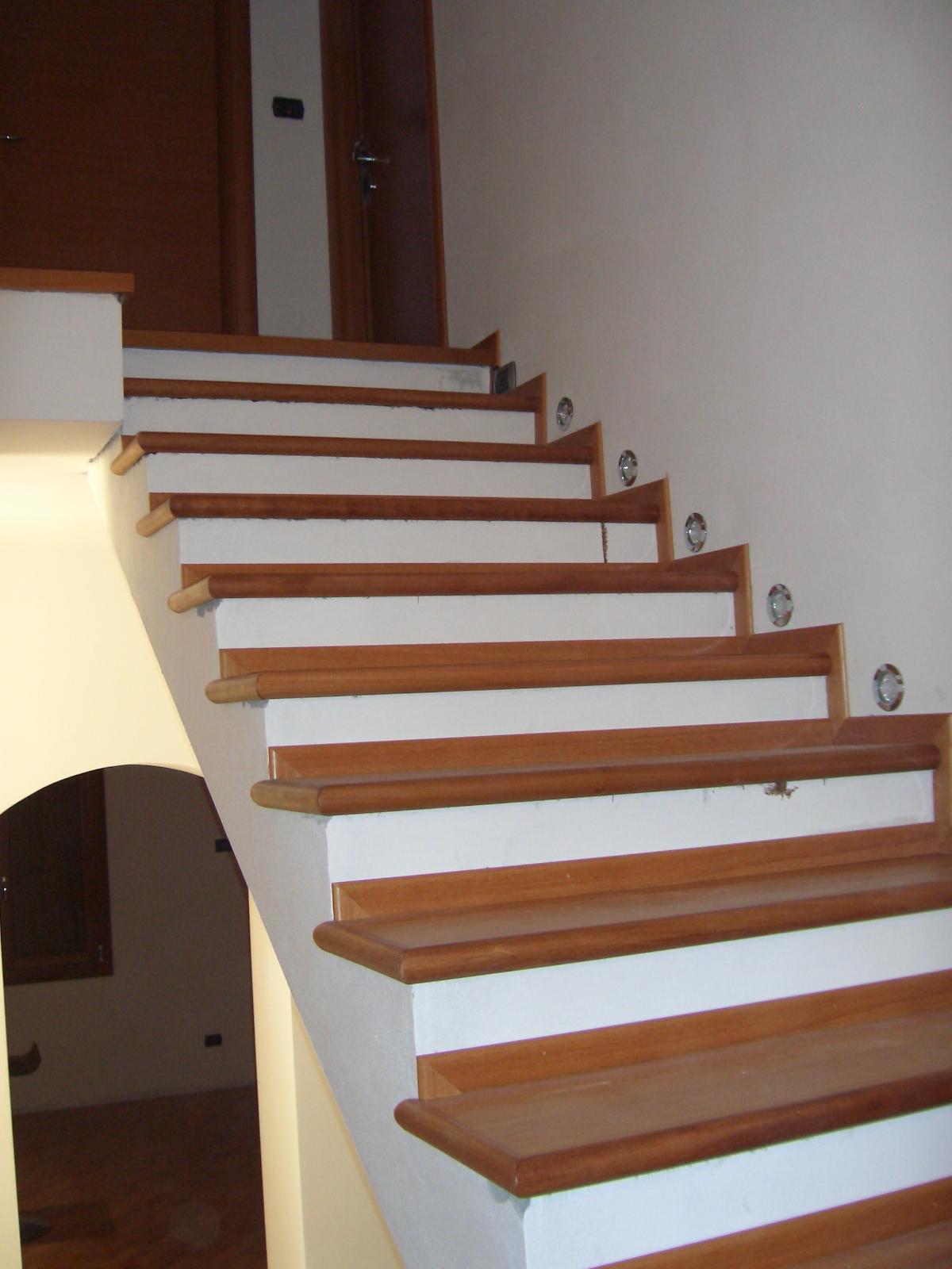 Scala in legno massello di faggio - Scale in legno per interno ...