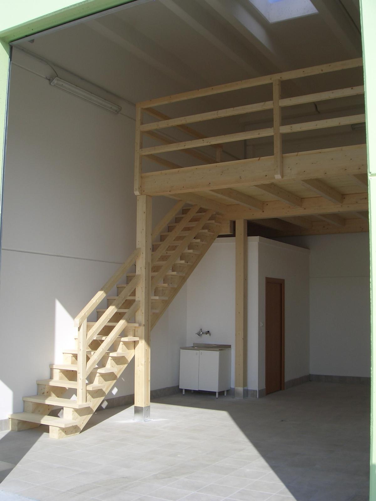 Scala in legno per soppalco for Soppalco garage di stoccaggio fai da te